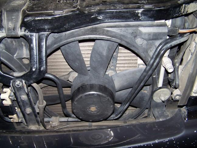 quạt dàn nóng điều hòa xe ô tô không chạy